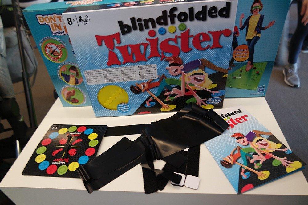 Blindfolded Twister Hasbro