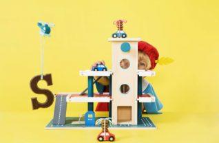 Houten speelgoed bij HEMA garage