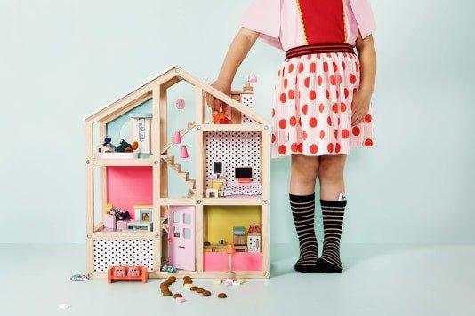 Houten speelgoed bij HEMA poppenhuis