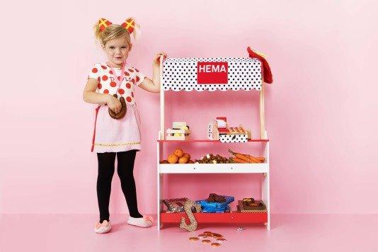 Houten speelgoed bij HEMA winkeltje