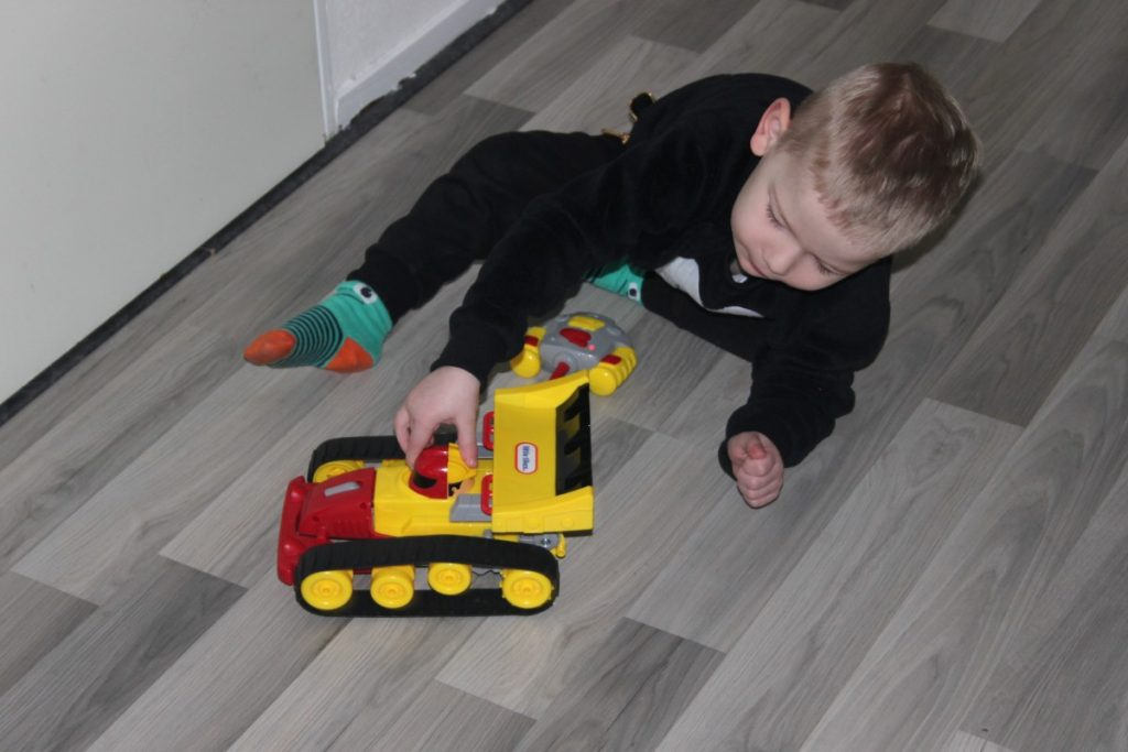 Picknicktafel Kinderen Little Tikes.Review Rc Dozer Racer Van Little Tikes Alles Over Speelgoed