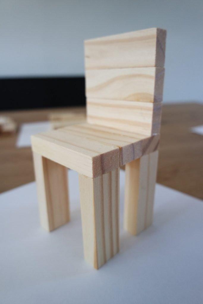 DIY stoel voor in een poppenhuis