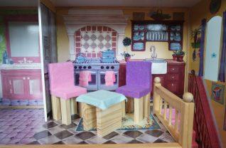 Poppenhuis meubels bekleden met vilt