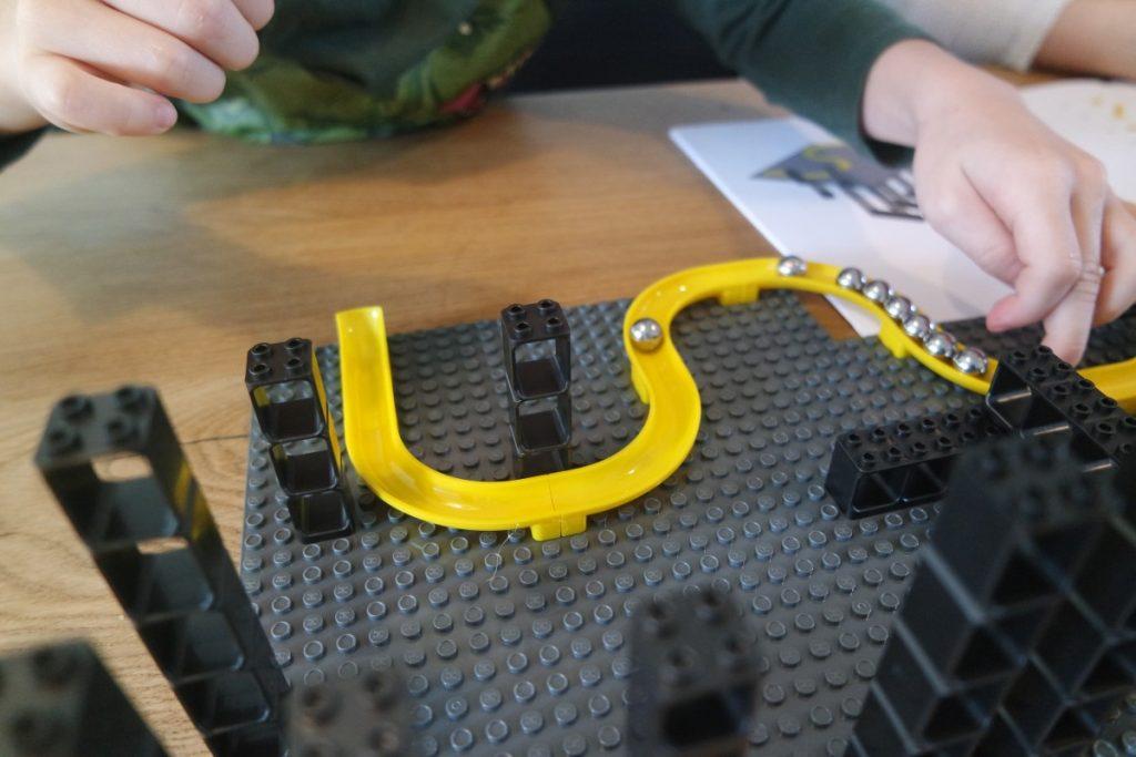 Hubelino Pi XL knikkerbaan bouwen